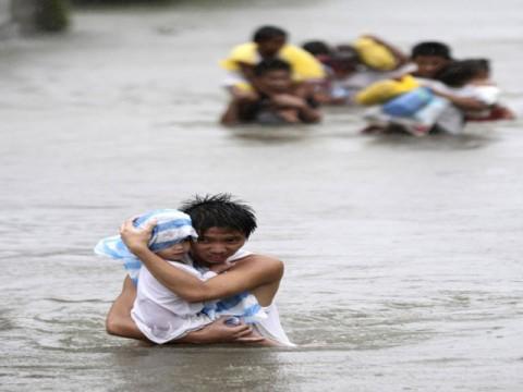typhoon-son-tinh-kills-2-in-vietnam-1351537379-9414.jpg