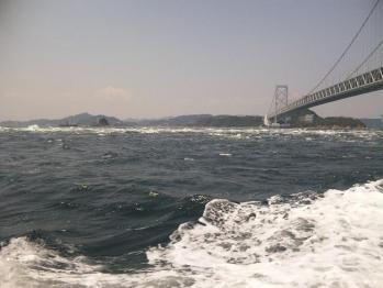 荒れる鳴門海峡