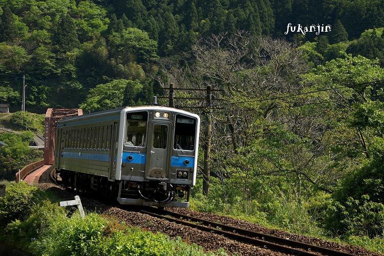 肥薩線瀬戸石~鎌瀬第一橋梁20130427 (5)のコピー