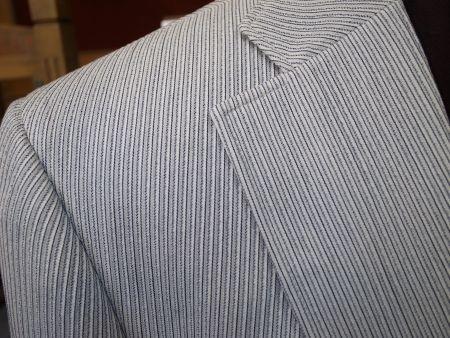凹凸のあるストライプのジャケット生地