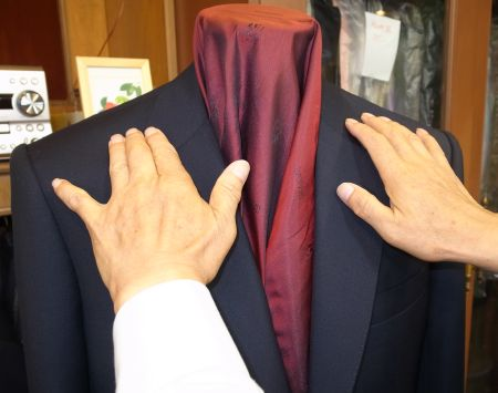 ジャケットの肩のラインが綺麗