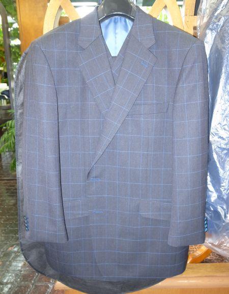 紺ウィンドウペーンのスーツ