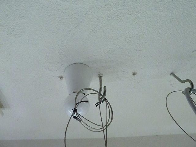 天井の小さな穴