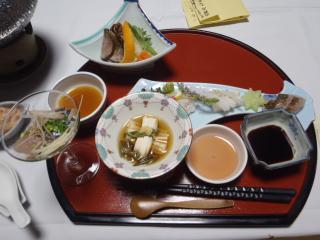 松園の夕食が始まった