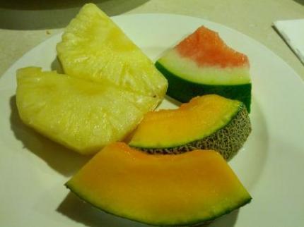フルーツも食べて