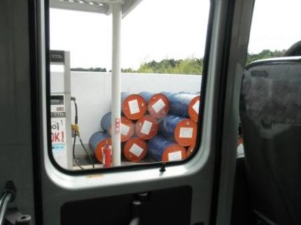 中のガソリンスタンド