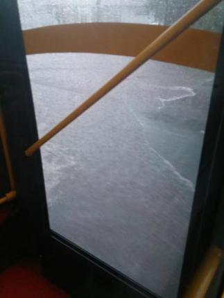 バスから見る洪水