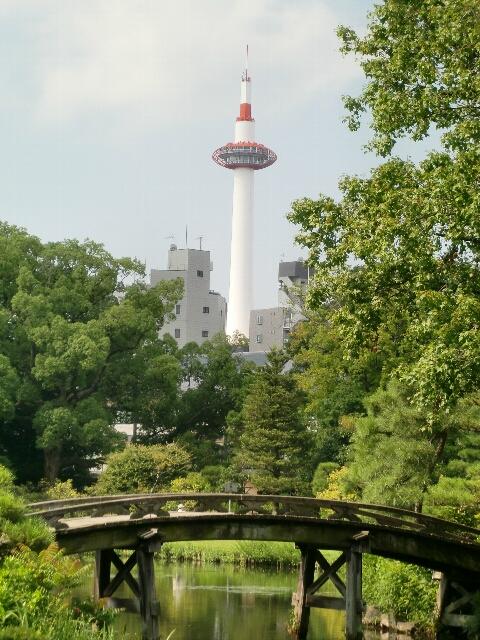 渉成園から見た京都タワー
