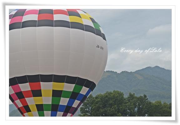 いざ、熱気球へ201210