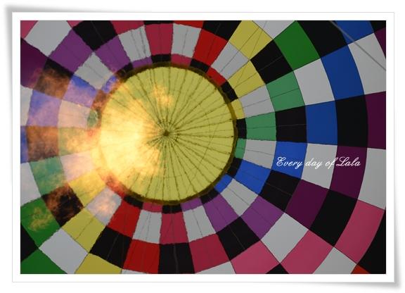 気球見上げると201210