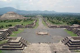 View_from_Pyramide_de_la_luna.jpg