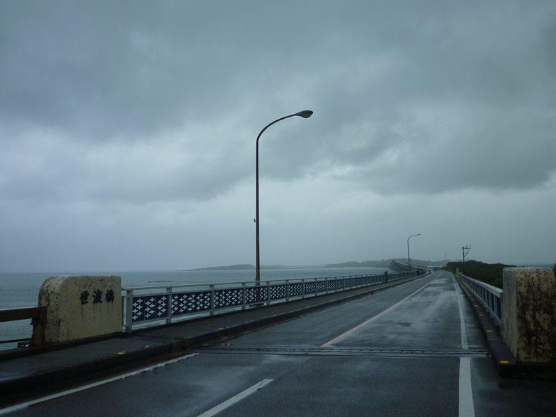 天気が悪いけど(^^;; 池間大橋。