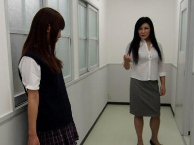 廊下での反省2