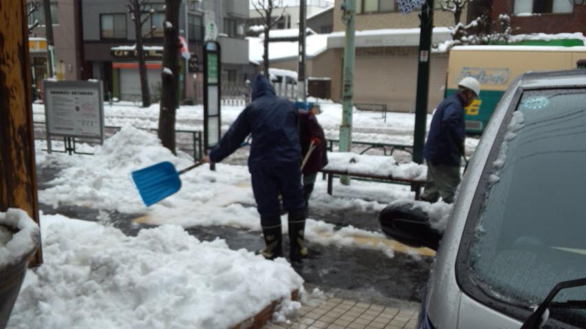 20140215雪かき4別館前