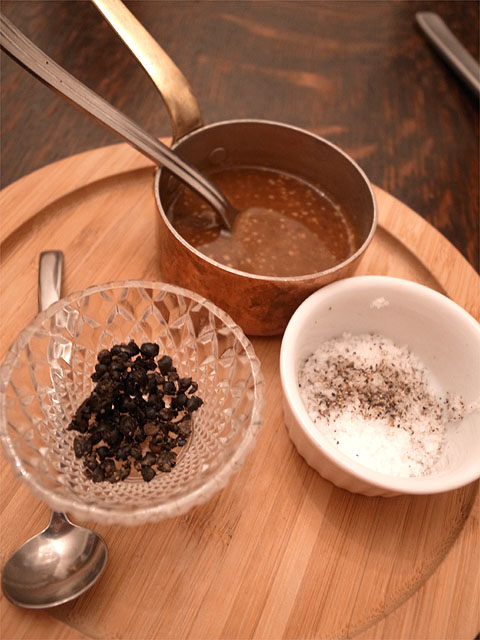 131221enso玉宮-乳酸発酵させた黒胡椒・グレイビーソース・塩胡椒