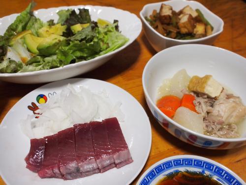 晩酌☆鶏野菜スープ&かつおの刺身&大根の皮と葉と厚揚げのきんぴら&サニーレタスとアボカドのサラダ