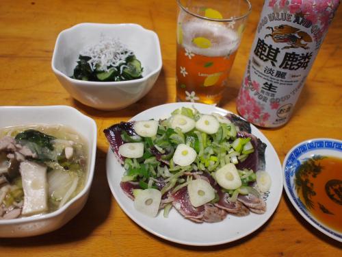 晩酌☆かつおのタタキ&豚肉と野菜の煮物あんかけ&きゅうりとわかめの酢の物
