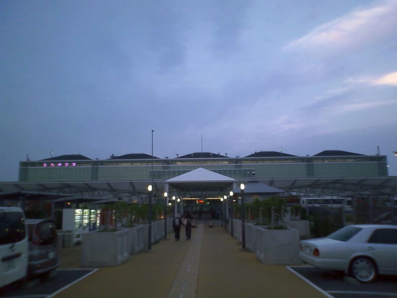 夜の七時というのに、北九州はこの明るさだった