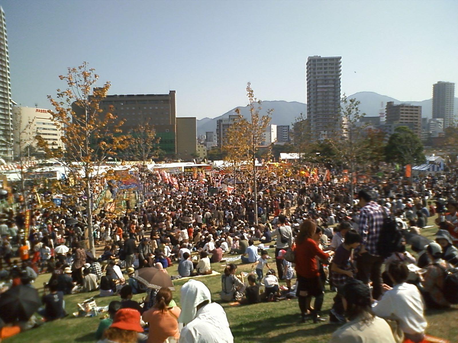 翌日の朝日新聞によると、二日間の来場者数は合計で61万人だとか・・・。