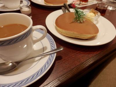 根津「珈琲館のホットケーキ」1