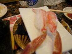 生のカニのお寿司