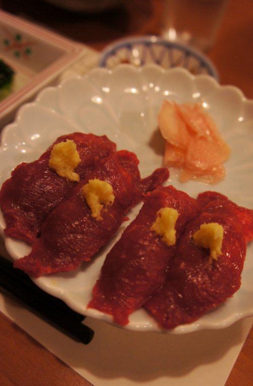 桜なべのコース=馬刺しの握り寿司