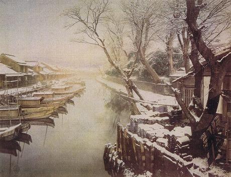 屋根船が浮かぶ雪の「山谷堀」