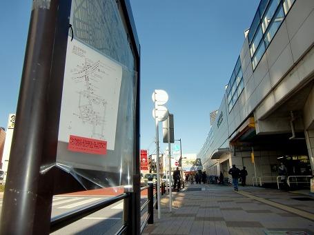 JR 南千住駅前に吊り下げられたマップ