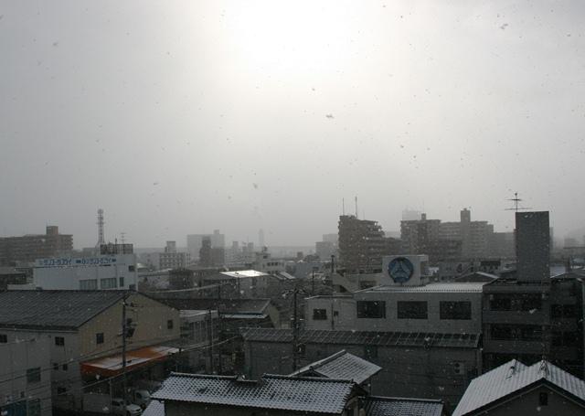 IMG_3497 日がさす空に雪 W