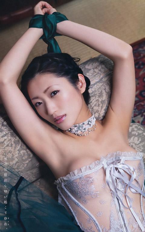 壇蜜 手を縛ったセクシー画像