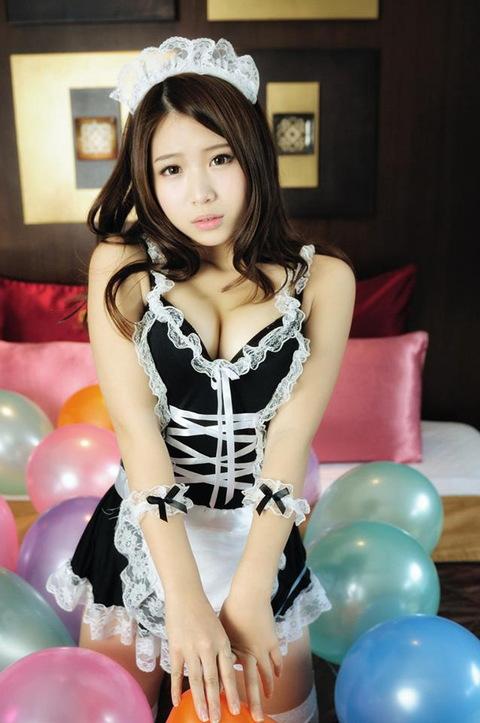 メイド服のセクシー画像