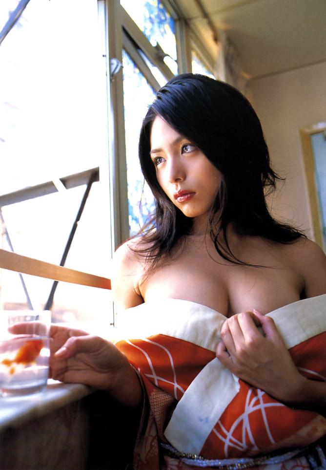 川村ゆきえ 着物をはだけた画像