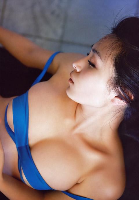 川村ゆきえ 乳首だけを隠したエロ画像