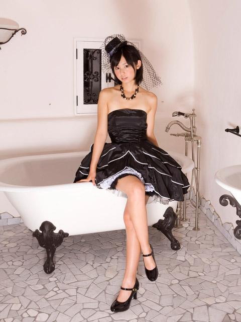 小池里奈 セクシードレス画像