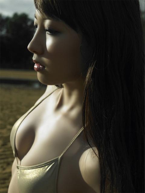 小嶋陽菜 横乳画像