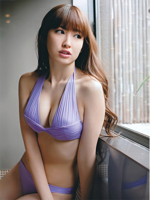 小嶋陽菜 紫の下着画像