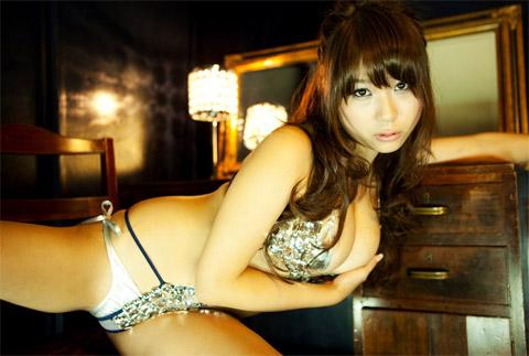 西田麻衣 セクシー画像