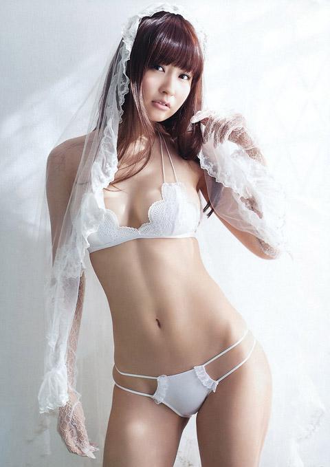 仁藤みさき 白のビキニ画像