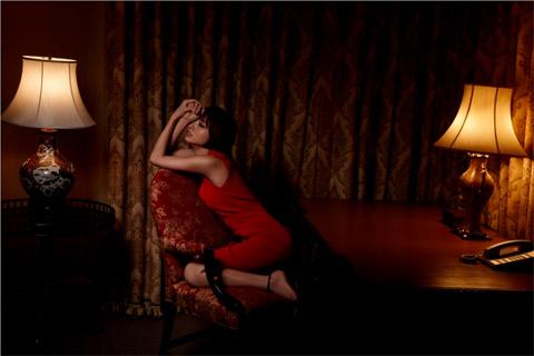 篠田麻里子 赤のセクシードレス画像