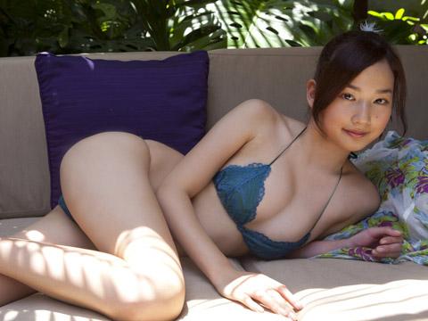 高嶋香帆 セクシーポーズ画像1