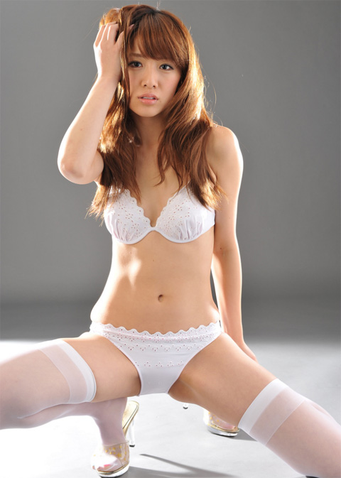 遠野千夏 下着姿のセクシー画像1