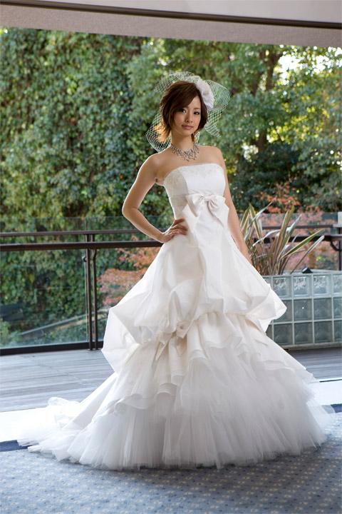 上戸彩のウエディングドレス画像