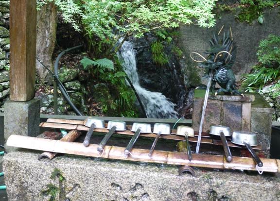 手水場の水も、たぶん山の水