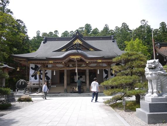 全国3000社以上の熊野神社の総本宮。