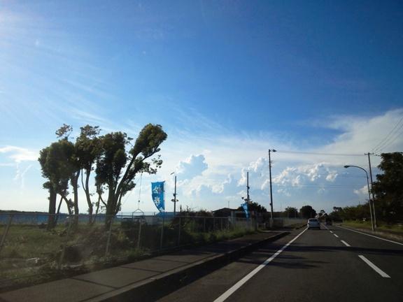 空の青と 白い雲が夏っぽくて綺麗だった