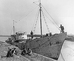 250px-Daigo_Fukuryu_Maru第5福竜丸1954年ビキニ環礁