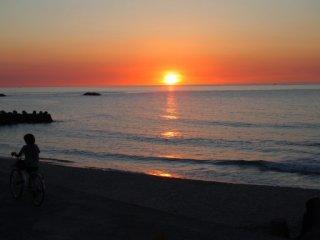 20120802夕日が沈む大田の海