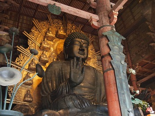 20121222東大寺大仏前から