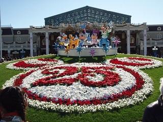 東京ディズニーランド25周年モニュメント