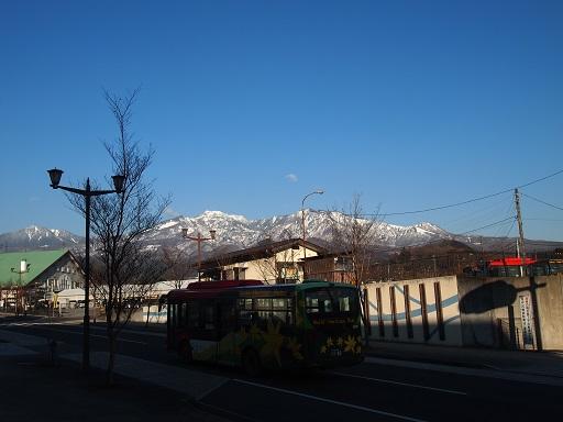 20140101ホテル前雪山景色